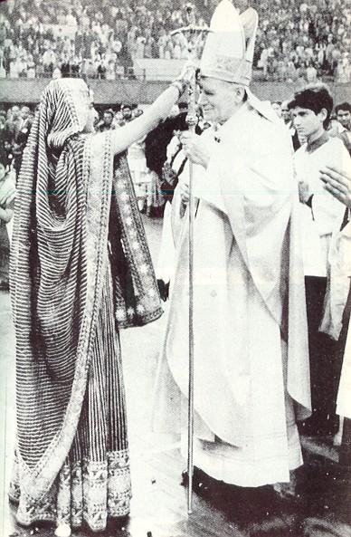 Jan Paweł II przyjmuje Tilak
